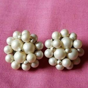 Vintage white bead cluster earrings clip